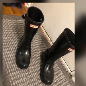 Hunter gloss rain boot
